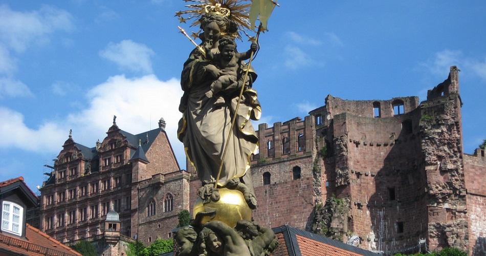 estatua-praca-Kornmarkt